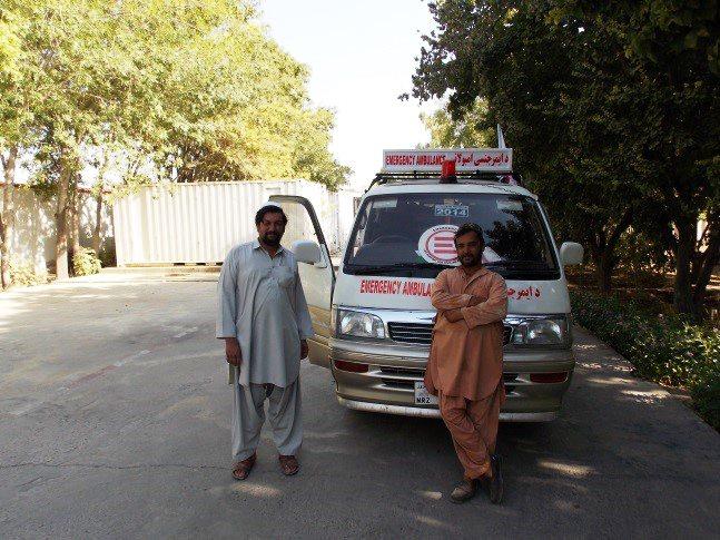 Aziz e Nabi, due nostri colleghi afgani, davanti a una delle ambulanze che collega il nostro ospedale di Lashkar-gah ai posti di primo soccorso