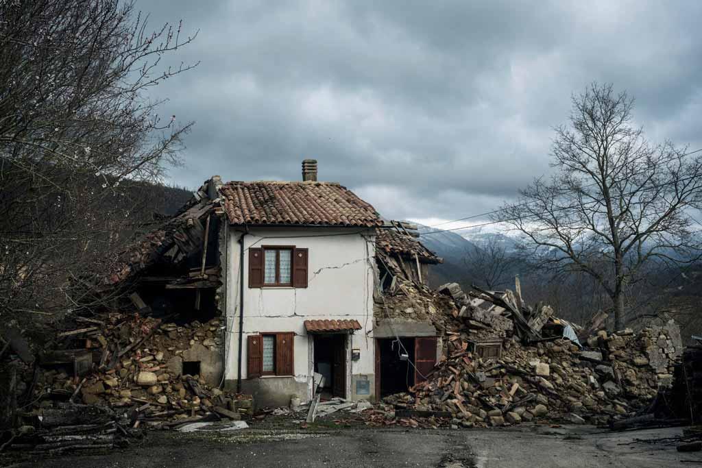 Una casa distrutta dal terremoto in Centro Italia