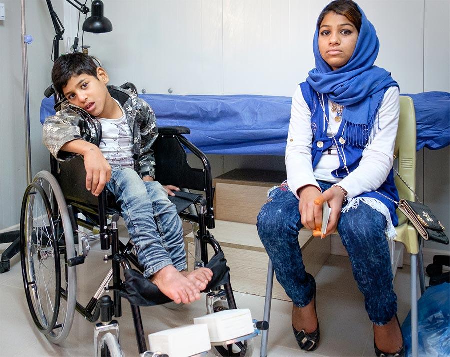 Rawad e la sorella nella nostra clinica nel campo di Ashti in Iraq