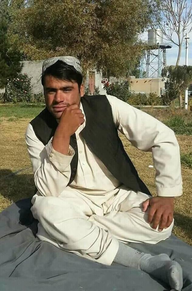 Samiullah nel giardino del Centro chirurgico di EMERGENCY a Lashkar-gah in Afghanistan