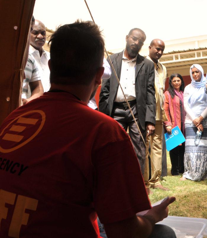 Staff di EMERGENCy durante la formazione ai medici e infermieri sudanesi