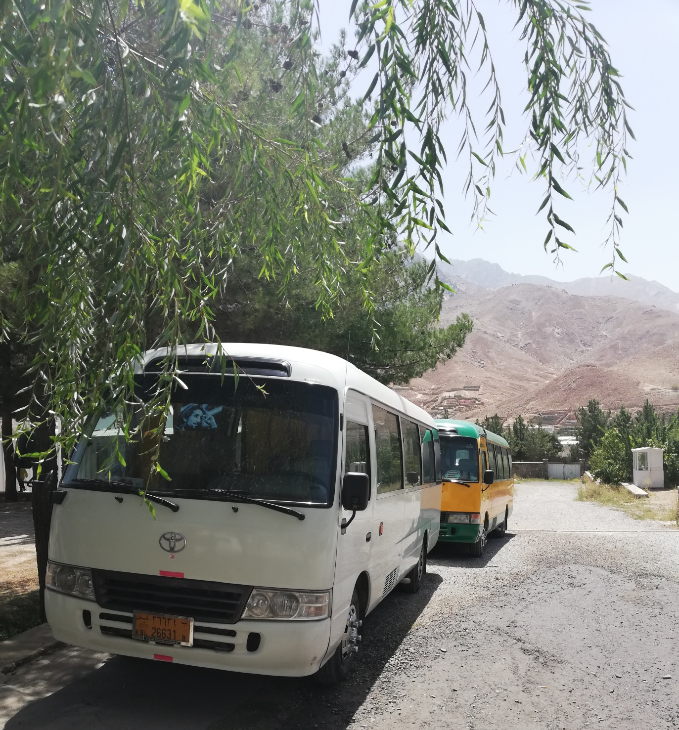 Il servizio bus attivato da EMERGENCY per il personale di Anabah
