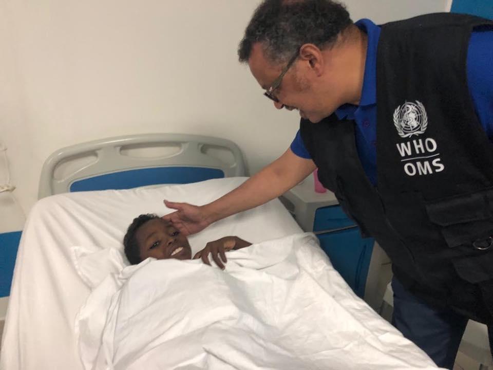 """Il Direttore Generale del OMS e un paziente del Centro """"Salam"""""""