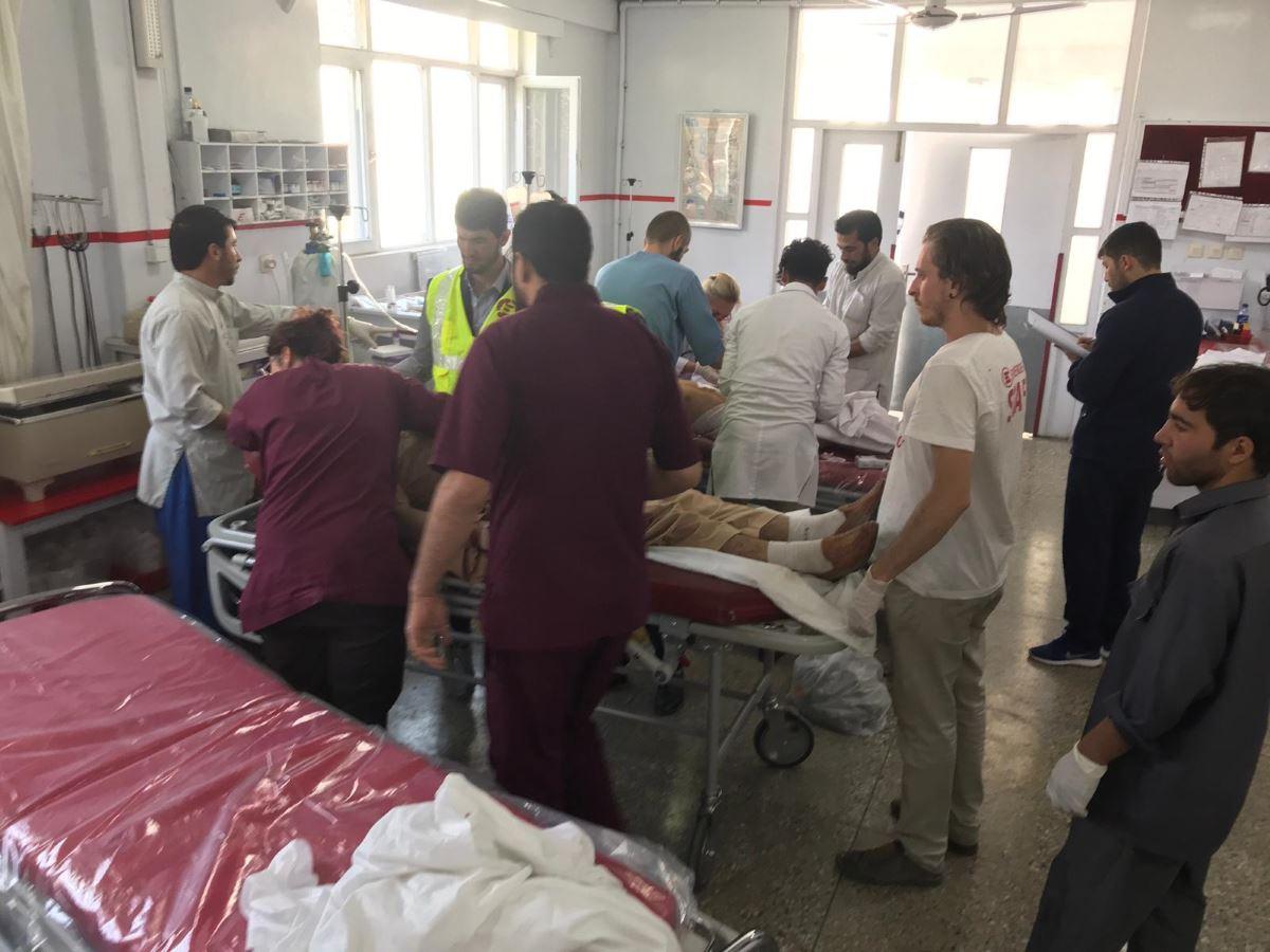 Le vittime degli attacchi durante le elezioni in Afghanistan curate nell'ospedale di EMERGENCY a Kabul
