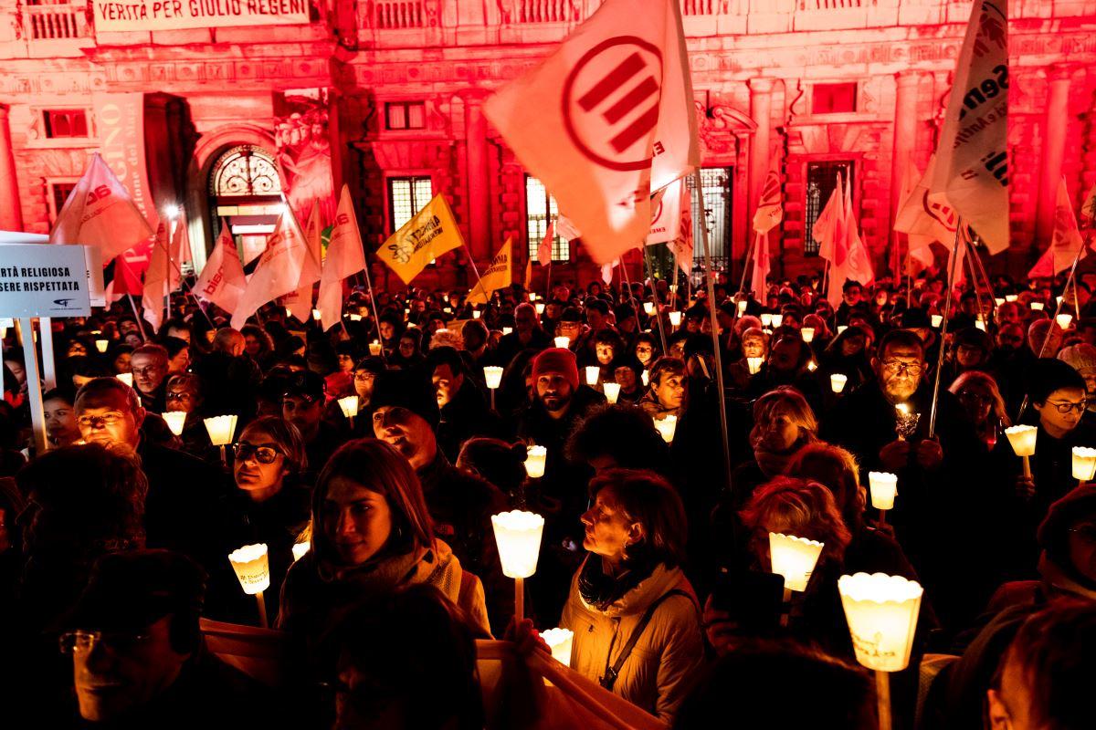 Diritti a testa alta, la fiaccolata per i 70 anni della Dichiarazione universale dei diritti umani
