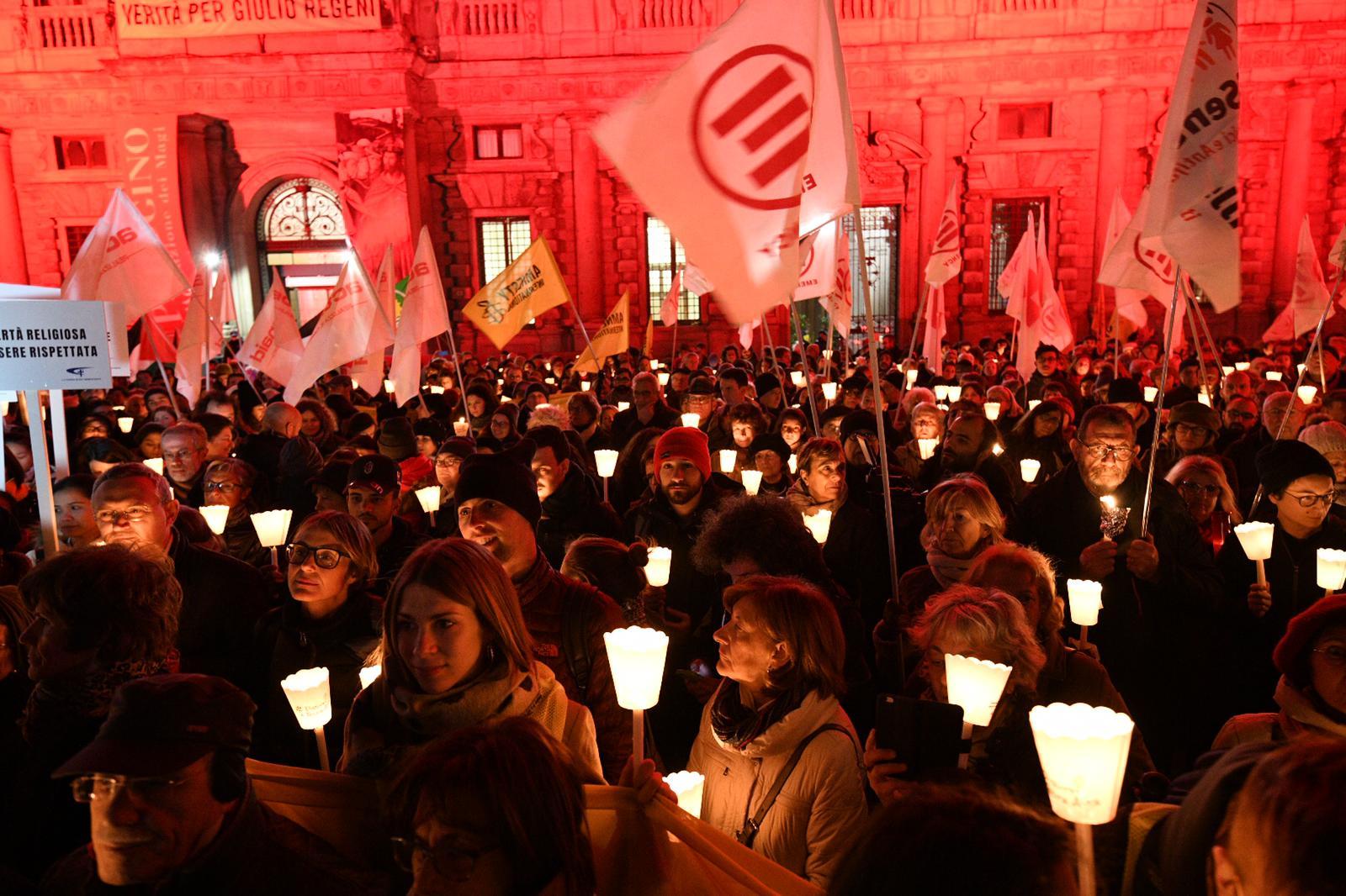 La fiaccolata Diritti a testa alta a Milano