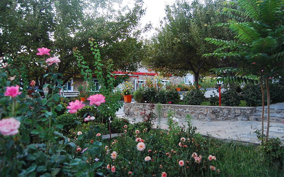 Il giardino del Centro di maternità di EMERGENCY ad Anabah, in Afghanistan